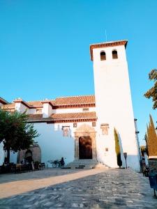 Iglesia de San Miguel Bajo