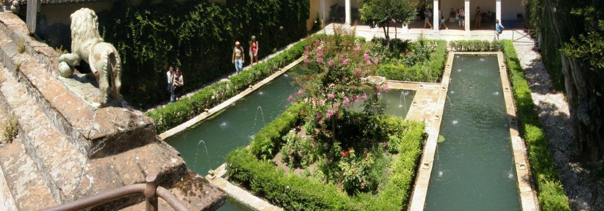 Patio del Ciprés de la Sultana de los en los Jardines del Generalife