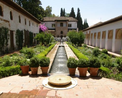 Zona Sur del Patio de la Acequia en los Jardines del Generalife