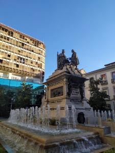 Escultura Conmemorativa de Isabel la Católica y Colón