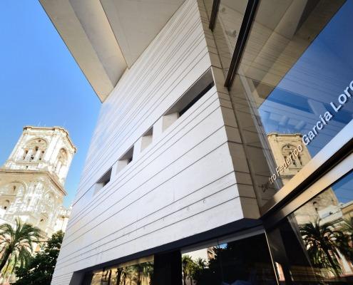 Centro Federico García Lorca con la Catedral de Fondo