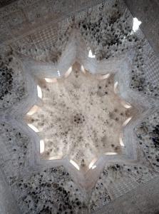 Cúpula estrellada de la sala de los Abencerrajes