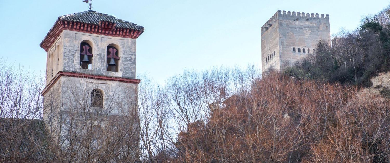 El barrio del Albaicín, Torre de Comares e Iglesia de San Pedro y San Pablo